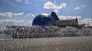 Jeppe Heins kunstværk Endless Connection og Climate Planet