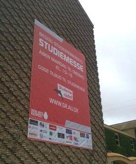 Studiemessens åbningstider er mandag til onsdag den 29., 30. og 31.aug fra kl. 10.00 til 16.00 i Aulaen og Vandrehallen - på Nordre Ringgade i bygning 1412