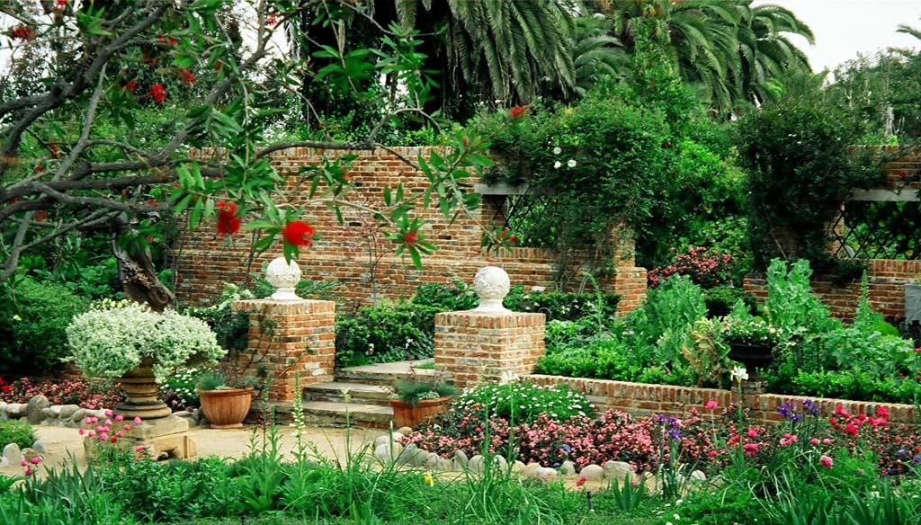 Italian Villa – Roger\'s Gardens Landscaping