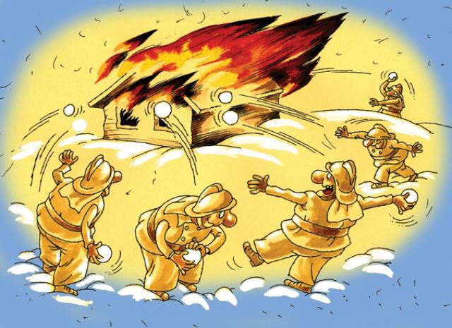 Brandmän släcker eld med snöbollar