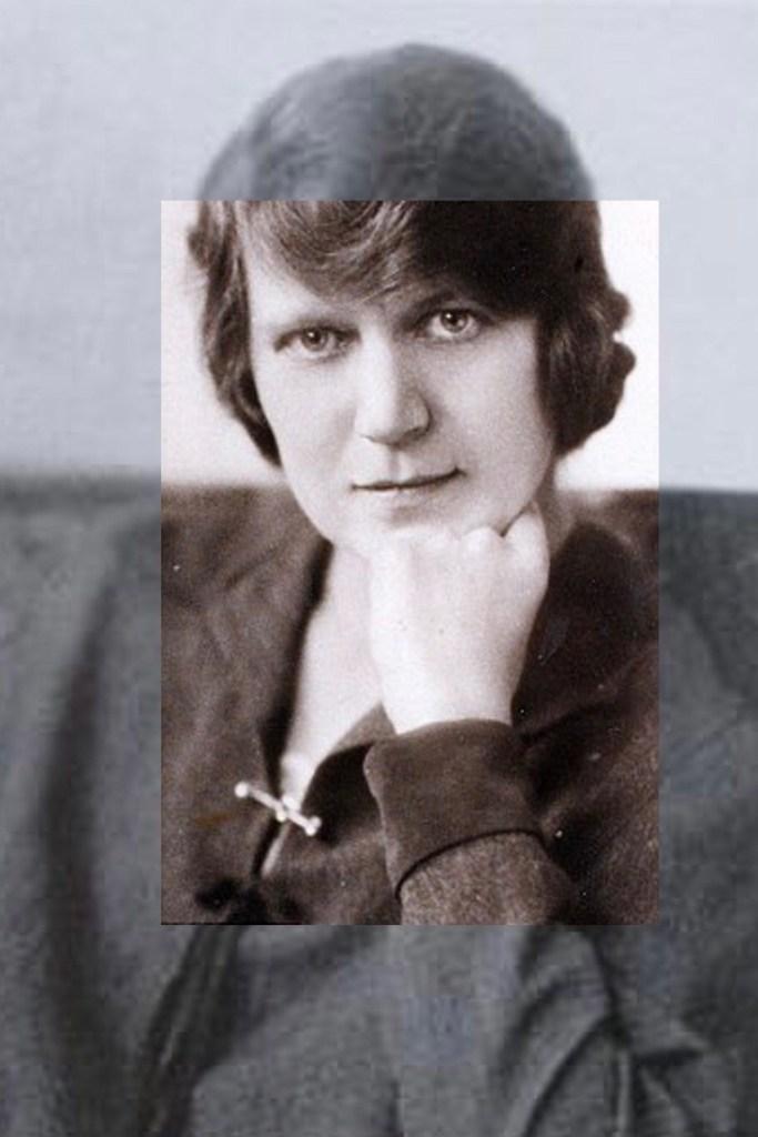 Richmal Crompton var författare av ungdomsböcker på 30-talet. Hon var en av två damer och ett flygaress.