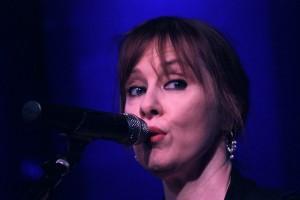 Suzanne Vega at Club Helsinki Hudson 6.22.13 (by Seth Rogovoy)