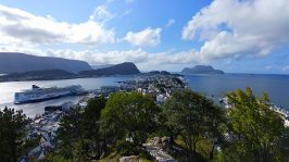 Roguetrippers hiked the mountain and fjords of Norway in August 2018, and glad to have a Go-Bag with them.