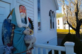 father-christmas-Roguetrippers-Mahone-Bay-Nova-Scotia-traveller