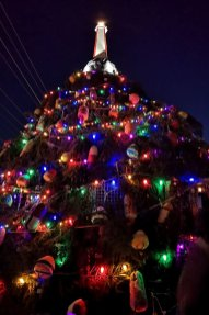 lobster-trap-christmas-tree-Lit-Nova-Scotia