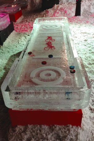 Air-Hockey-Ice-Sculpture-Ottawa