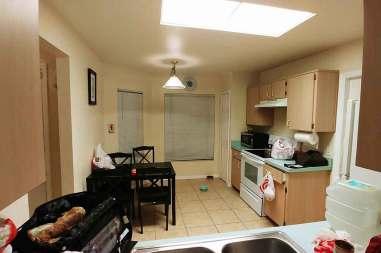 Condo-Rentals-Kitchen-Roguetrippers
