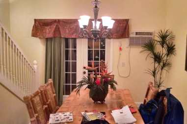 dining-room-condo-rental-travel-roguetrippers