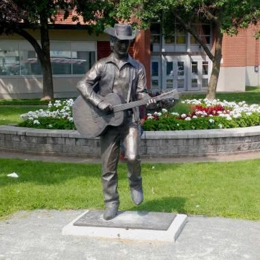 Stompin-Tom-Connors-Statue-Sudbury-Ontario