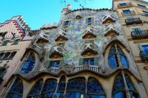 exterior-casa-battlo-Antoni-Gaudi-design