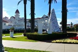 Roguetrippers-visit-Hotel-Del-Coronado-at-Christmas
