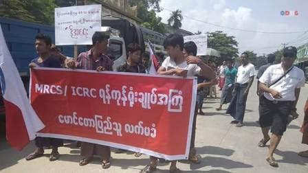 Hundreds of Rakhines protest at Maungdaw against aid distribution to Rohingyas