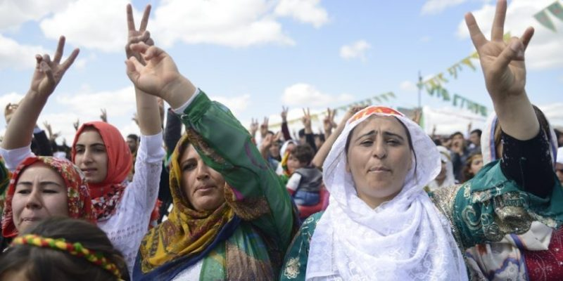 mujeres-de-kurdistán-e1500558315264