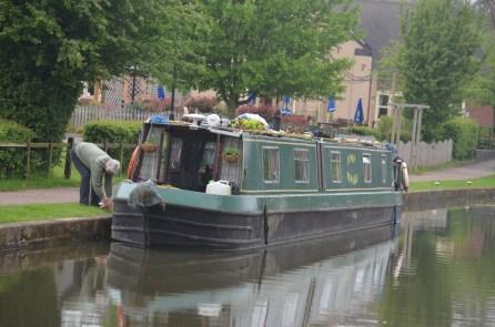 Narrowboat Henry Edward at the Lock Keeper