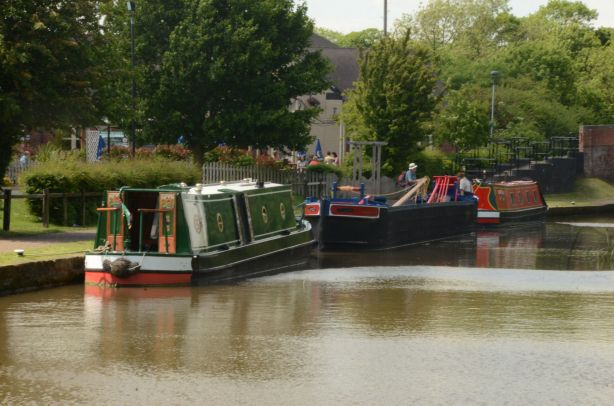 Three boats at the Lock Keeper