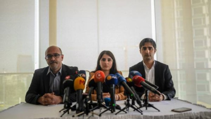 Les avocats d'Ocalan appellent les autorités turques à traduire leurs paroles par des actes