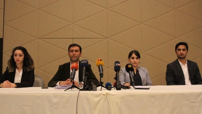 Dans un message relayé par ses avocats, le leader kurde Ocalan appelle à l'arrêt des grèves de la faim