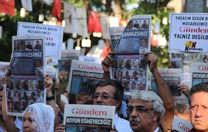 Turquie: Peines de prison pour 7 personnes dans le procès contre le journal kurde Özgür Gündem