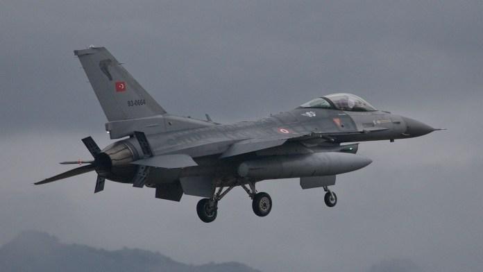 Kurdistan: L'aviation turque bombarde des villages de Qandil, 4 blessés.