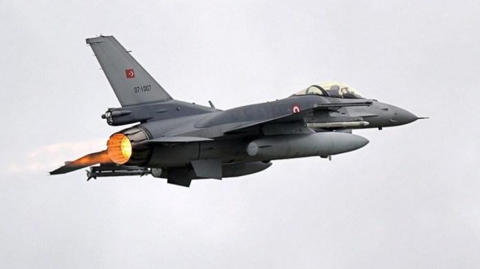 L'aviation turque bombarde la région d'Akre au Kurdistan