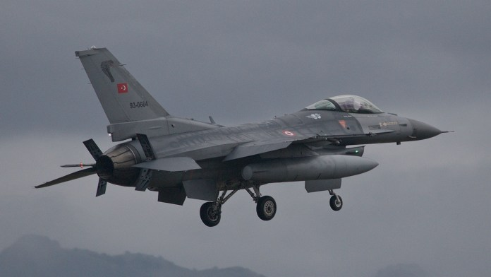 L'aviation turque bombarde les montagnes du Kurdistan