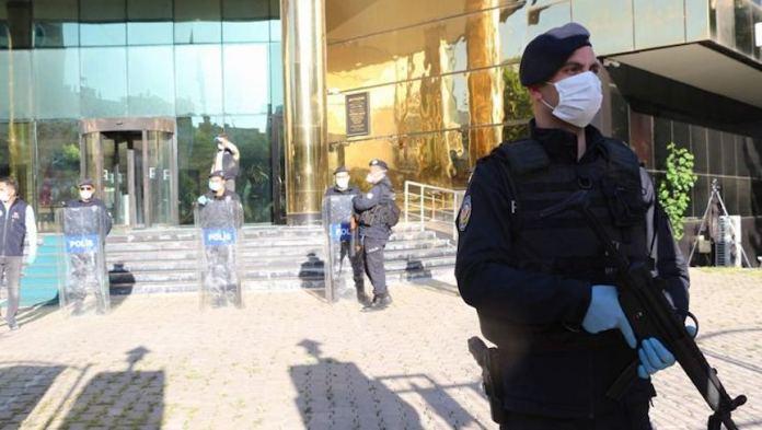 Les Kurdes se battent contre deux virus : le covid19 et la