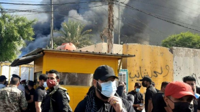 Un groupe proche de la milice Hachd al Chaabi a ciblé et incendié le bureau du Parti démocratique du Kurdistan (PDK) à Bagdad