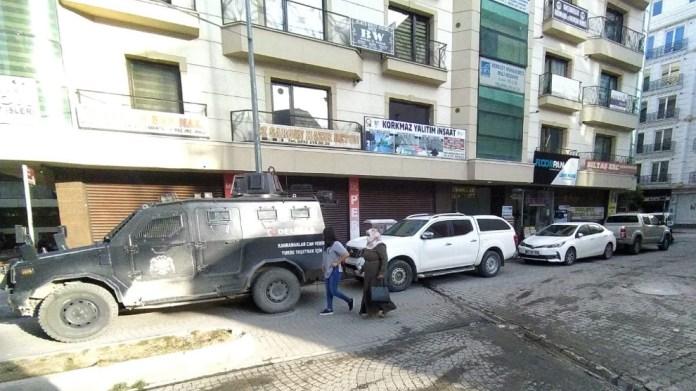 La police turque a fait des descentes, tôt ce matin, à Van, dans les locaux de l'agence de presse kurde Mezopotamya, et arrêté 4 journalistes