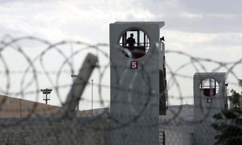 Les gardiens de la prison de Kandira, dans la province de Kocaeli, ont procédé à des fouilles dans les cellules des politiciennes kurdes, saisissant leurs écrits, livres et matériel d'écriture.