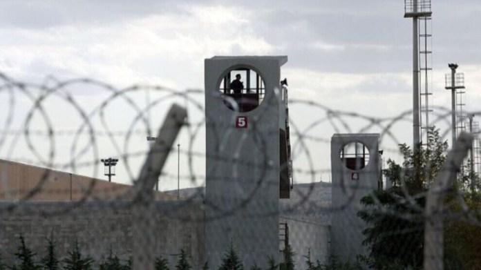 Les prisonniers politiques ont entamé une grève de la faim pour dénoncer les conditions de détention inhumaines dans les prisons turques.