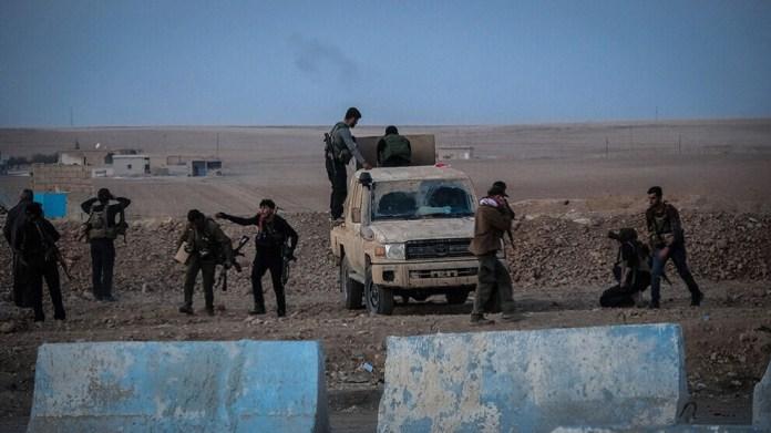 Les FDS ont à nouveau repoussé une attaque turque sur l'autoroute M4, près d'Aïn Issa, au nord de la Syrie.