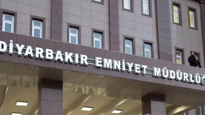Douze militants kurdes, dont des dirigeants locaux du Parti démocratique des peuples (HDP), arrêtés le 26 avril à Amed (Diyarbakir) ont été incarcérés pour des publications sur les réseaux sociaux et des « aveux » de témoins anonymes.