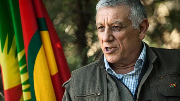 «Notre lutte est basée sur la formule «État + démocratie». Nous avons abandonné les notions révolutionnaires classiques. Les 3 piliers principaux d'une démocratie radicale sont l'émancipation des femmes, la démocratie sociale et l'écologie,» dit Cemil Bayik, dirigeant de la KCK. Cemil Bayik, co-président du conseil exécutif de l'Union des Communautés du Kurdistan (KCK), a été interviewé par la revue d'analyses «Responsible statecraft» sur différents sujets, notamment la politique du Parti des Travailleurs du Kurdistan (PKK), le conflit avec la Turquie et les politiques des Etats-Unis et de l'Europe au Moyen-Orient.