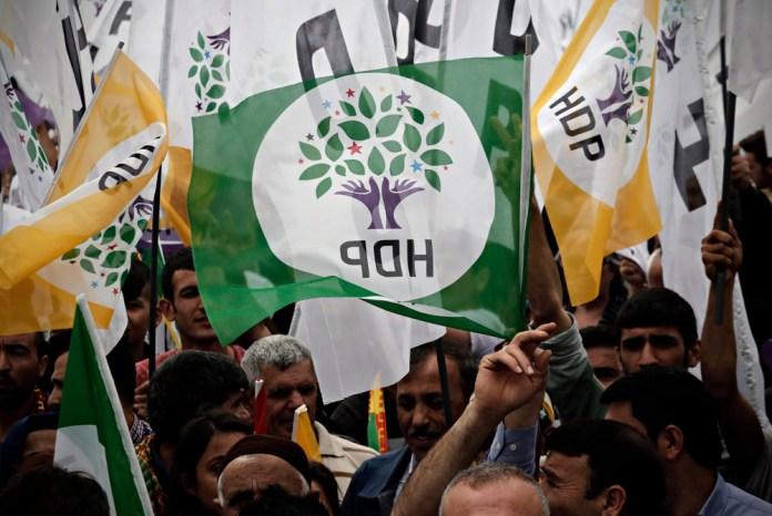 À propos de l'affaire de la dissolution du Parti démocratique des peuples (HDP), l'homme politique et avocat Cabbar Leygara a déclaré : «Bien que 25 ans se soient écoulés depuis la fermeture du HEP, les raisons invoquées pour la fermeture aujourd'hui sont les mêmes.»