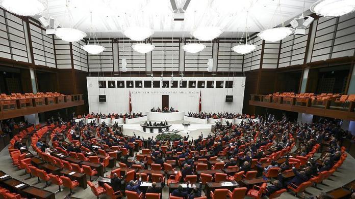 Dix députés du Parti républicain du peuple (CHP), ainsi que dix autres du Parti démocratique des Peuples (HDP) sont menacés de perte de leur immunité parlementaire.