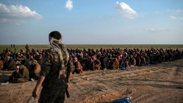 Un leader d'opinion de la tribu al-Fadil a déclaré que la communauté internationale évite les responsabilités concernant les membres arrêtés de l'EI et a appelé à la création d'un tribunal international.
