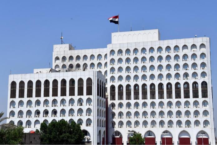 Le ministère irakien des Affaires étrangères a convoqué lundi le chargé d'affaires de l'ambassade de Turquie pour protester contre l'invasion militaire continue des régions du Kurdistan.