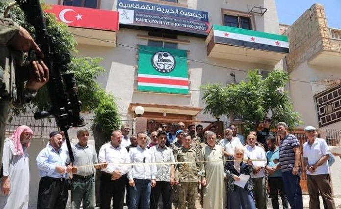 Dans la région sous occupation turque de Serêkaniyê, a été établie une organisation tchétchène sous l'étiquette de « association caritative.