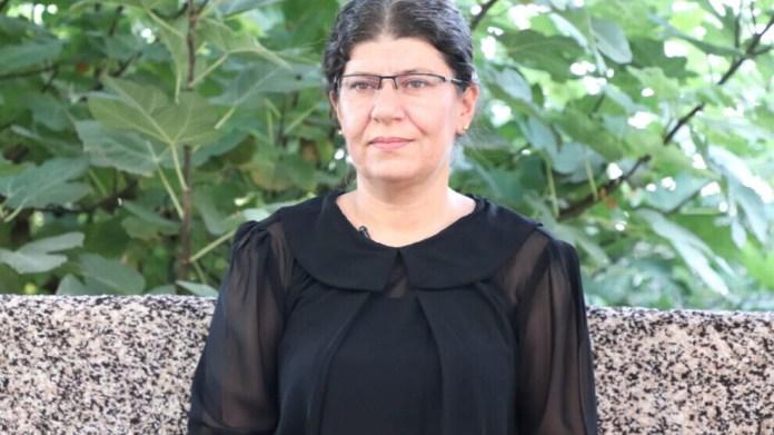 Réagissant au bombardement aérien perpétré par la Turquie contre le camp de réfugiés kurdes Makhmour, dans le sud-Kurdistan (Irak) Leyla Arzu Ilhan, membre du comité de diplomatie de l'Assemblée d'Ishtar, a déclaré que l'ONU et le gouvernement irakien sont responsables des attaques et qu'ils devraient agir immédiatement.