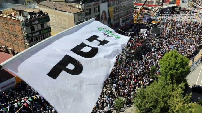 Après un examen hâtif, La Cour constitutionnelle turque a accepté ce matin l'acte d'accusation tendant à la fermeture du HDP.
