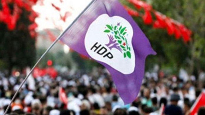 C'est régulièrement que nous alertons l'opinion sur la répression qui s'abat sur le Parti démocratique des peuples (HDP), le parti pro kurde mais pas seulement : troisième formation politique du Parlement, elle regroupe les forces démocratiques kurdes et turques. C'est la seule qui s'oppose résolument à la politique islamo-nationaliste du dictateur président Erdoğan.