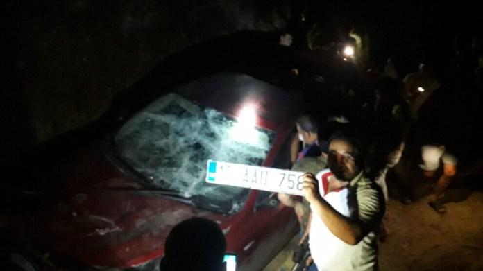 Une foule de racistes turcs a bloqué les routes à Aydin et violemment frappé trois personnes dans une voiture, mercredi soir.