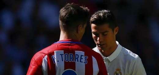 © Getty Images Kennen sich aus zig Duellen in Madrid oder auch der englischen Premier League: Atlético Madrids Fernando Torres, links, und Reals Cristiano Ronaldo.