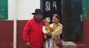 Yeshe und Chunga Lhamo vor der Praxis