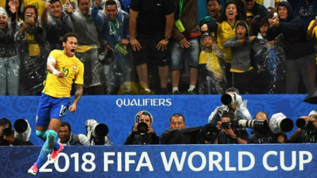 A Seleção voltou! Brasil joga bem de novo, vence o Paraguai e vai à Copa
