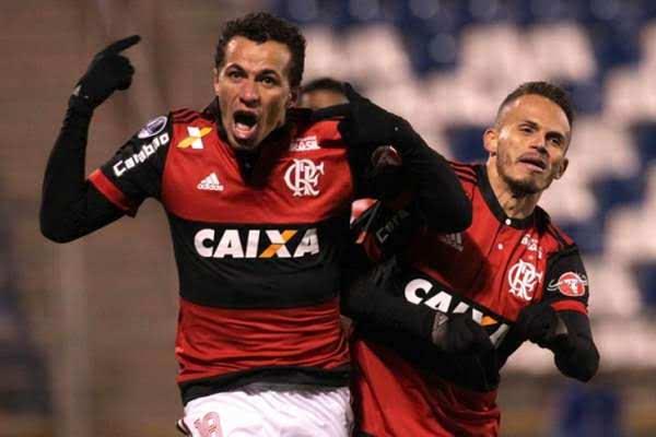 Leandro Damião deixa o Fla e acerta com Inter
