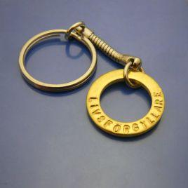 Mässingamulett i rostfri Nyckelring. Livsförgyllare