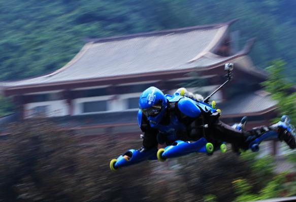 Скоростной спуск на роликовых коньках в Китае