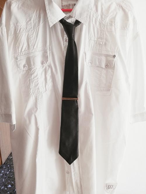 Krawattennadel Gold-Grün (getragen)