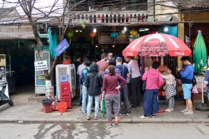 Shop-front-of-banh-mi-restaurant-with-queues